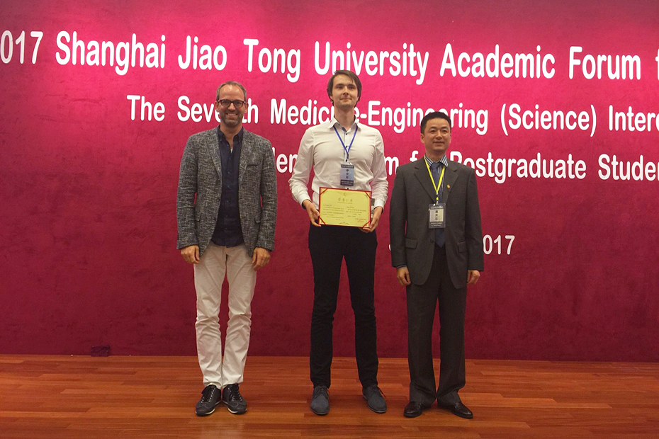 Picture of Fabian Just who obtains the first prize at the Shanghai Jiao Tong University Academic Forum for Doctoral Students